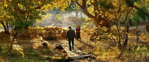 L'actor protagonista de The wild pear tree, Auydin Mücke Niesytka, es troba amb una noia del poble