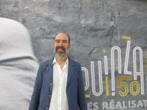 Jaime Rosales, davant del cartell de la cinquantena edició de la Quinzena de Realitzadors