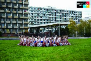 Les majorettes txeques per a l'edició dels vint anys, amb barbes eurovisives