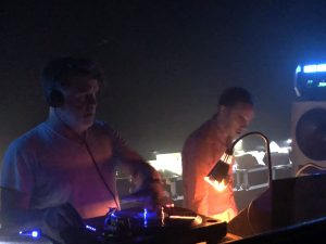 James Murphy (LCD Soundsystem) i David Dewaele (2manydjs) punxant a la carpa DESPACIO