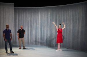 CHRISTOPHE RAYNAUD DE LAGE | Danny Ranieri, Raúl Roca i Leyre Tarrason Corominas, tres dels set protagonistes de <em>Trans (més enllà)</em>, a l'escenari del gimnàs de l'institut Mistral d'Avinyó