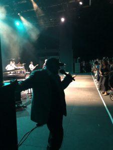 VICENÇ BATALLA | Bèyènè, al final del concert a Fourvière amb els Akalé Wubé quan el públic ja s'havia aixecat del seients gal·lo romans per ballar